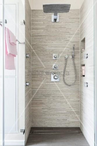 geflieste dusche kosten bodenebene geflieste dusche mit regendusche hand und - Geflieste Dusche Kosten