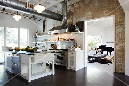 freistehende theke in offener k che oberhalb. Black Bedroom Furniture Sets. Home Design Ideas