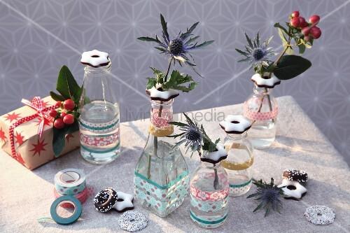 mit fondant sternen und masking tapes verzierte flaschen als kleine advents vasen bild kaufen. Black Bedroom Furniture Sets. Home Design Ideas