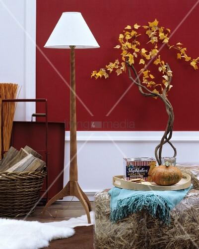herbstliche wohnaccessoires stehleuchte mit holzfuss. Black Bedroom Furniture Sets. Home Design Ideas