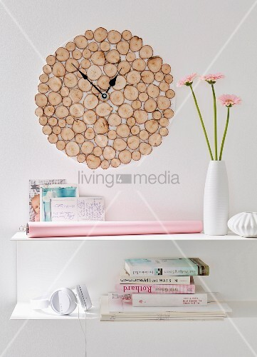 diy wanduhr aus rustikalen runden birkenh lzern ber. Black Bedroom Furniture Sets. Home Design Ideas