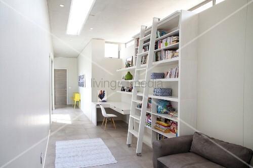 schmales langes durchgangszimmer mit schreibtisch. Black Bedroom Furniture Sets. Home Design Ideas