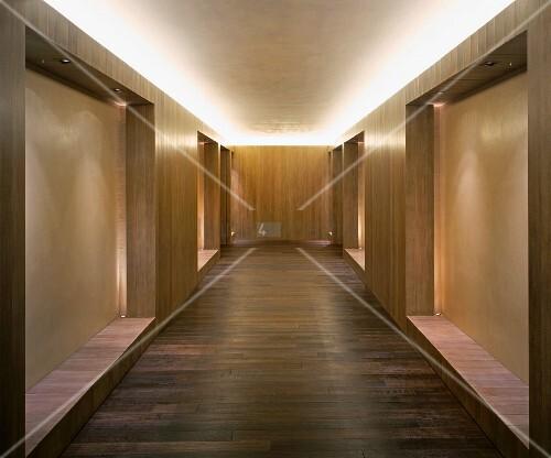 moderner minimalistischer vorraum mit holzeinbauten und indirekter deckenbeleuchtung bild. Black Bedroom Furniture Sets. Home Design Ideas