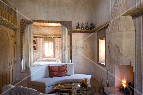 viertelkreis sofa vor offenem feuer in kunstvoll. Black Bedroom Furniture Sets. Home Design Ideas