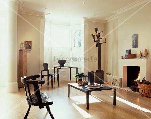 Rustikale und moderne holzst hle im modernen wohnraum mit for Dekor international pt