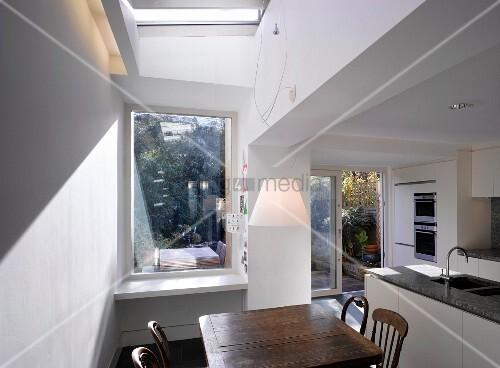 k che mit essecke terrasse dachfl chenfenster bild kaufen living4media. Black Bedroom Furniture Sets. Home Design Ideas
