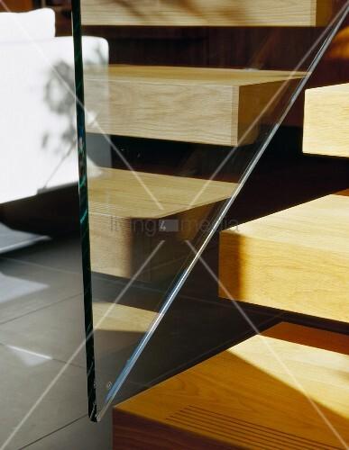 ausschnitt von treppenstufen aus holz mit gel nder aus glas bild kaufen living4media. Black Bedroom Furniture Sets. Home Design Ideas