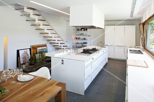 Puristische wohnzimmer die neuesten innenarchitekturideen for Weisse holzbetten 180x200