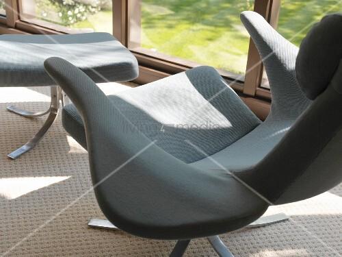 Designer Sessel Mit Fußschemel : Designer sessel mit fussschemel bild kaufen living media