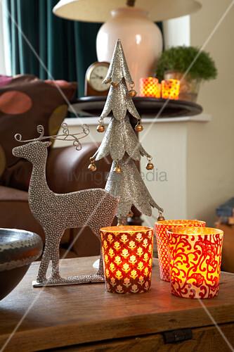 christmas arrangement of stylised stag fir tree and lit tealight lanterns on trunk bild. Black Bedroom Furniture Sets. Home Design Ideas