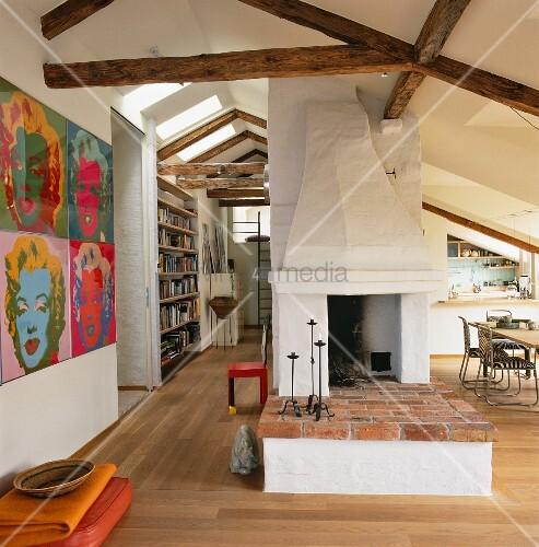 rustikale feuerst tte mit gemauerter bank in ausgebautem offenen dach bild kaufen living4media. Black Bedroom Furniture Sets. Home Design Ideas