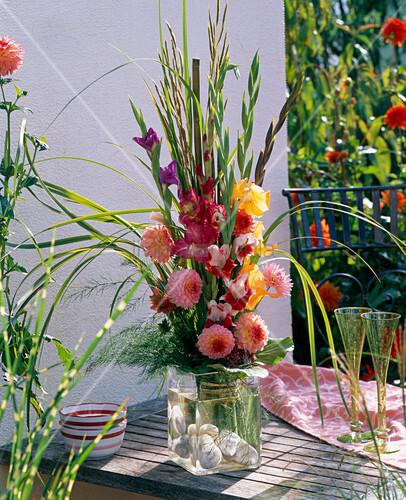 strau aus gladiolus gladiolen dahlia dahlien. Black Bedroom Furniture Sets. Home Design Ideas
