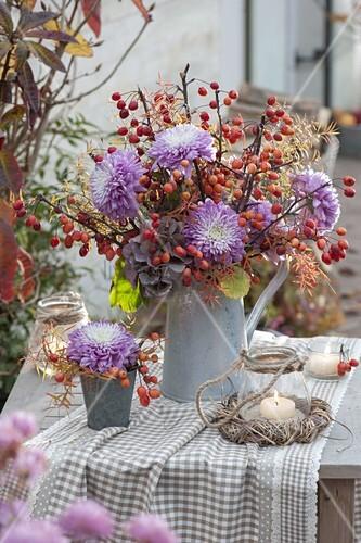 herbstlicher strauss mit chrysanthemum grandiflorum deko chrysanthemen bild kaufen. Black Bedroom Furniture Sets. Home Design Ideas