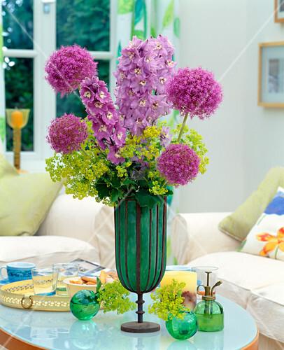 strau aus delphinium rittersporn allium giganteum. Black Bedroom Furniture Sets. Home Design Ideas