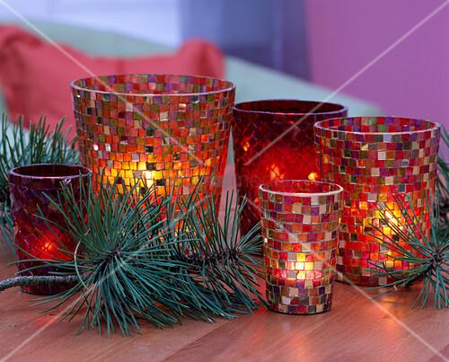 mosaikwindlichter weihnachtlich dekoriert bild kaufen. Black Bedroom Furniture Sets. Home Design Ideas