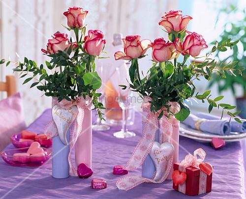 rosa rosen mit rotem rand bild kaufen living4media. Black Bedroom Furniture Sets. Home Design Ideas