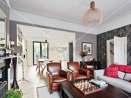 ledersessel im wohnzimmer vor dem durchgang zum esszimmer. Black Bedroom Furniture Sets. Home Design Ideas