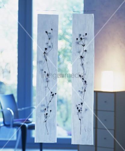 mobile mit disteln bestickt als raumdeko bild kaufen living4media. Black Bedroom Furniture Sets. Home Design Ideas