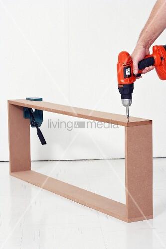 wandkonsole selber bauen holzrahmen mit akkuschrauber. Black Bedroom Furniture Sets. Home Design Ideas