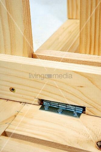 klappbaren holztisch selber bauen klapptisch scharniere. Black Bedroom Furniture Sets. Home Design Ideas