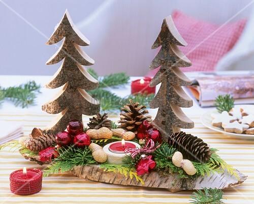 Weihnachtsdeko aus Holz-Tannenbäumen,Zapfen,Baumschmuck,Kerze ...