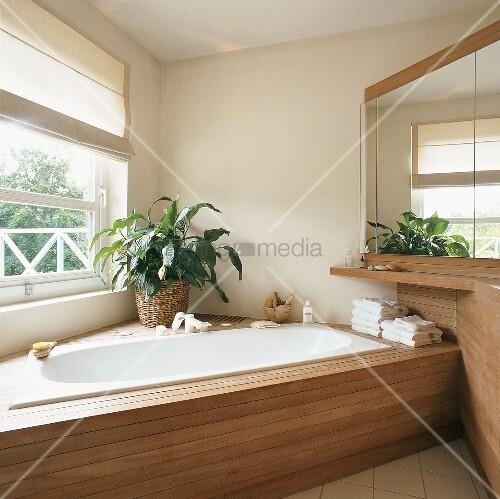 Badezimmer mit badewanne bild kaufen living4media for Badezimmer badewanne