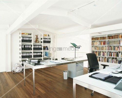 b ro mit b cherwand bild kaufen living4media. Black Bedroom Furniture Sets. Home Design Ideas