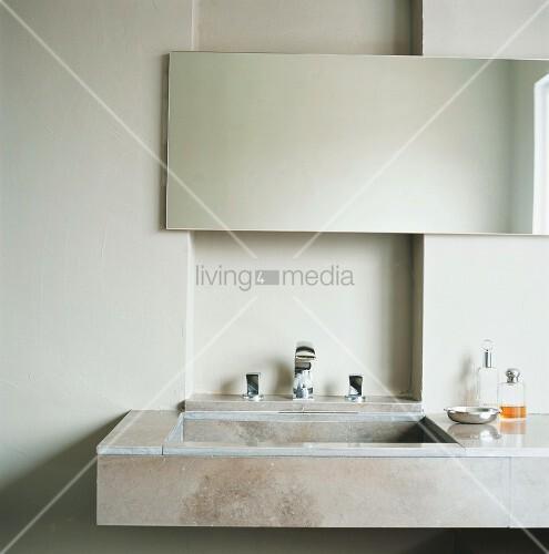 ein waschtisch aus naturstein mit einfachem. Black Bedroom Furniture Sets. Home Design Ideas