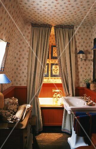 in dem 20er jahre badezimmer mit holzvertäfelung und, Badezimmer ideen