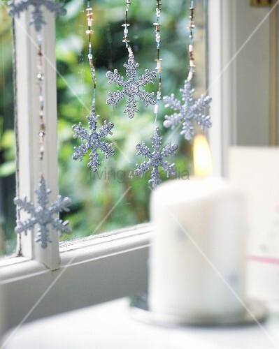 weihnachtliche fensterdeko bild kaufen living4media. Black Bedroom Furniture Sets. Home Design Ideas