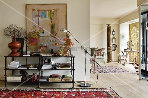 altes metallregal mit moderner stehlampe vor wand und blick in offenen wohnraum bild kaufen. Black Bedroom Furniture Sets. Home Design Ideas
