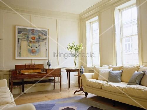 Sofa Vor Fenster Und Antikes Klavier Im Weiss Get Feltem Wohnraum Bild Kaufen Living4media