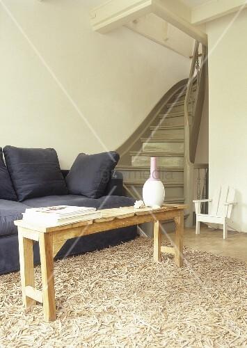 wohnzimmer mit couch holztisch und teppich bild kaufen living4media. Black Bedroom Furniture Sets. Home Design Ideas