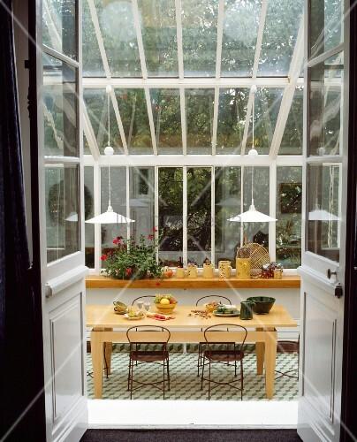offene doppelt re in modernen wintergarten mit gedecktem. Black Bedroom Furniture Sets. Home Design Ideas