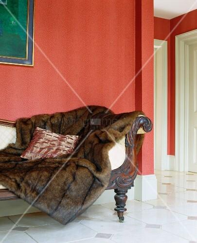 Webpelz Decke Auf Biedermeier Sofa In Rotem Salon Bild Kaufen Living4media