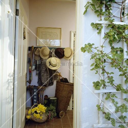Offene haustür  Antikes Büro für die Hauswirtschaft – Bild kaufen – living4media