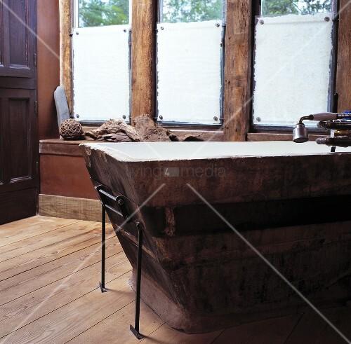 Rustikales badezimmer mit holzdielen bild kaufen - Rustikales badezimmer ...