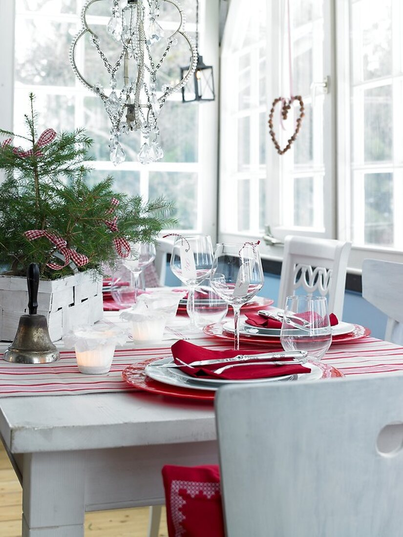 DIY in Red and White