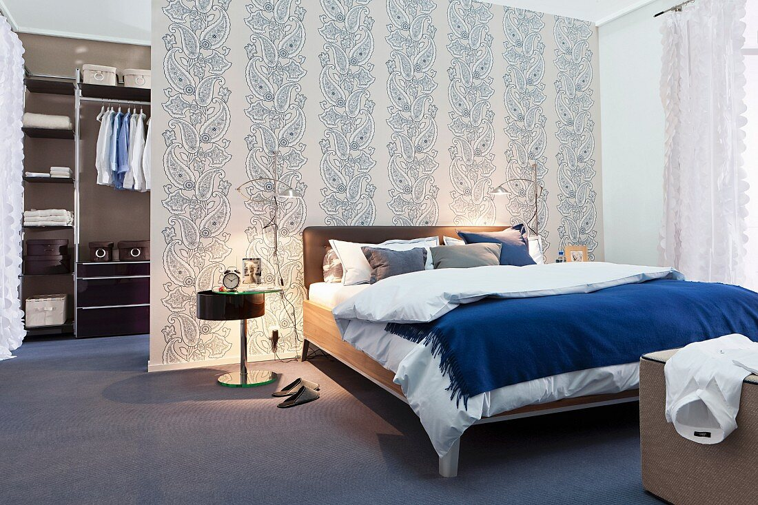 Bedroom With Walk In Wardrobe Behind Buy Image 10286878 Living4media