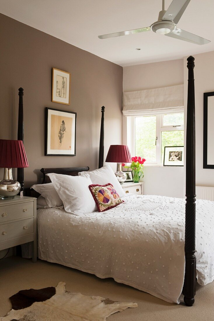 Picture of: Four Poster Bed With Dark Brown Posts Buy Image 11216738 Living4media