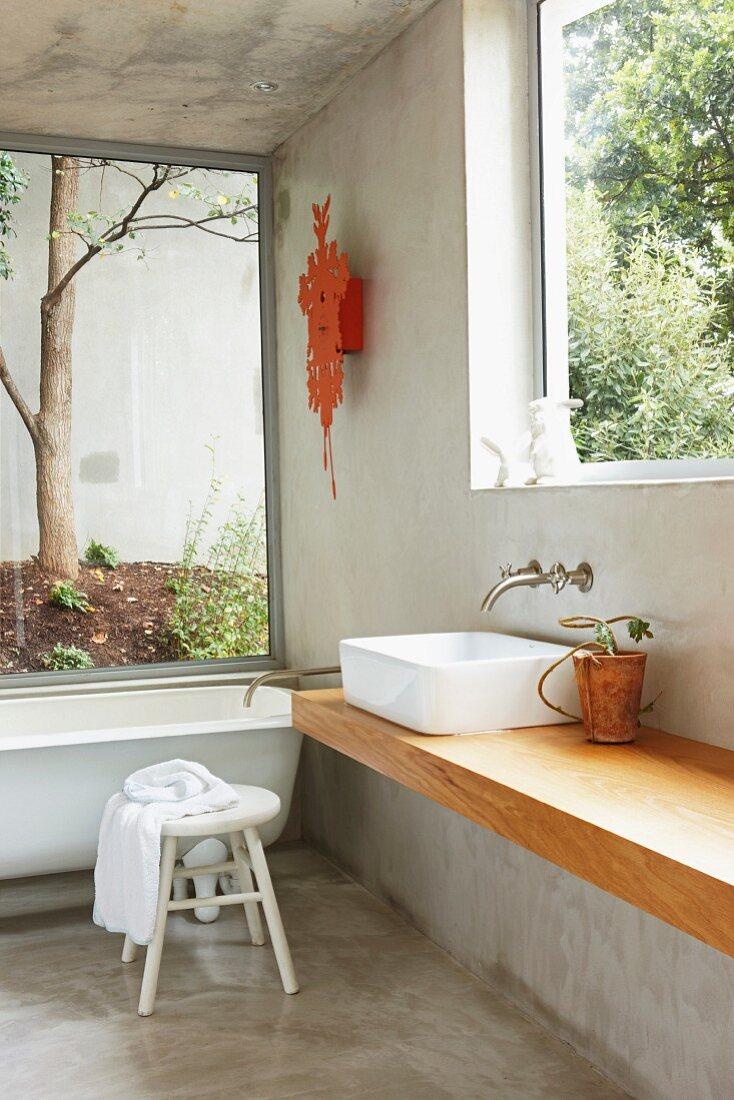 Puristisches Badezimmer mit grossen … – Bild kaufen – 20 ...