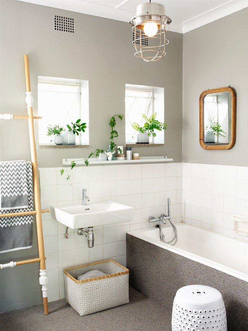 Renoviertes Bad – Waschbecken und … – Bild kaufen – 21 ...