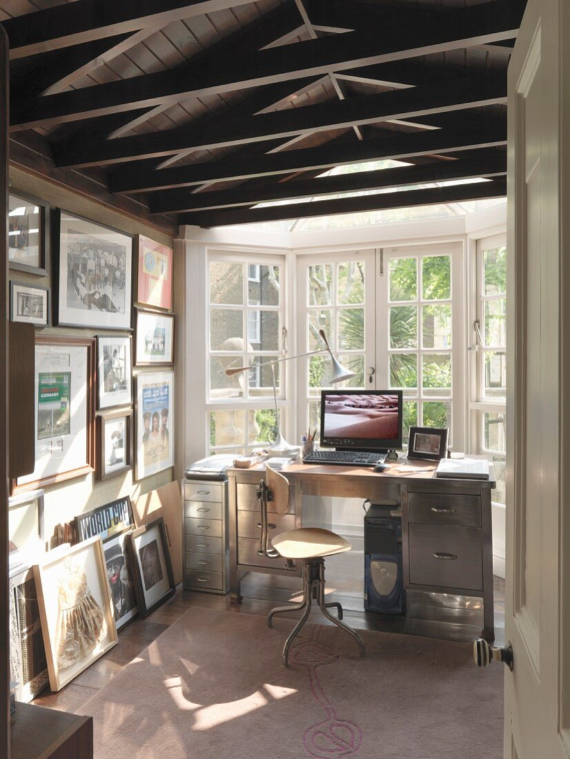 Narrow room with desk in bay window – Buy image – 12 ...