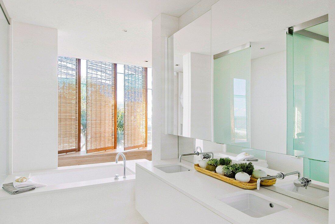 Puristisches Badezimmer mit … – Bild kaufen – 20 ❘ living20media