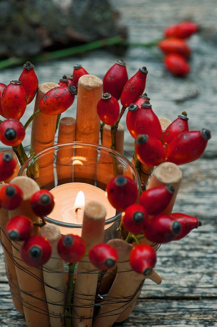 Tealight in bamboo basket with rose hips