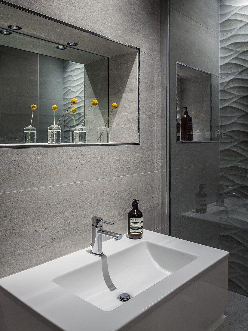 Badausschnitt – Waschbecken vor … – Bild kaufen – 20 ...