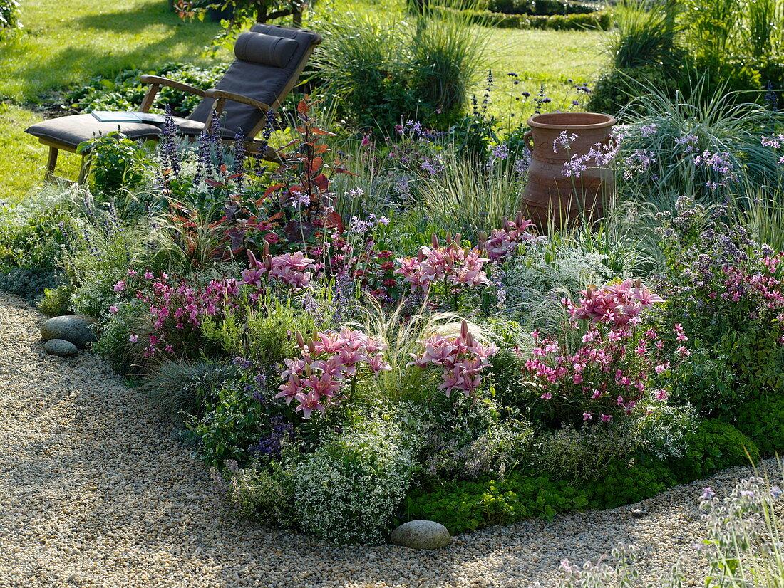 Flower bed with gravel border
