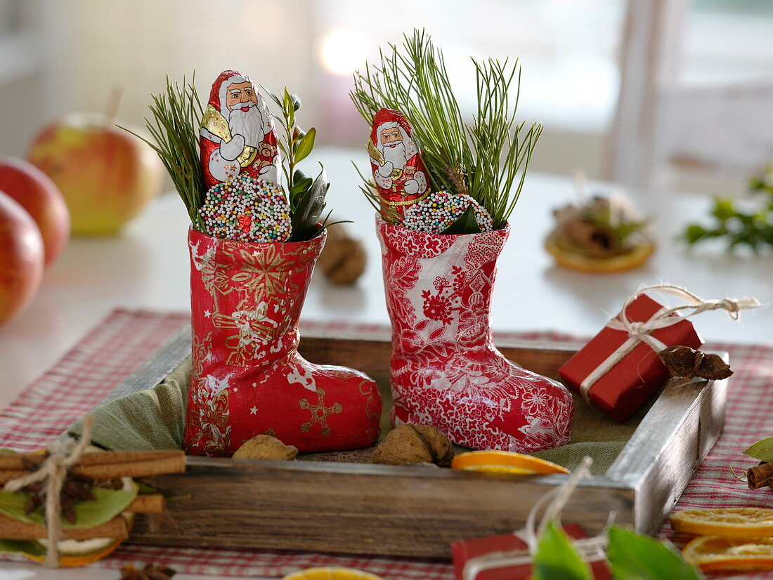 Small St. Nicholas boots made of papier-mâché filled with pine