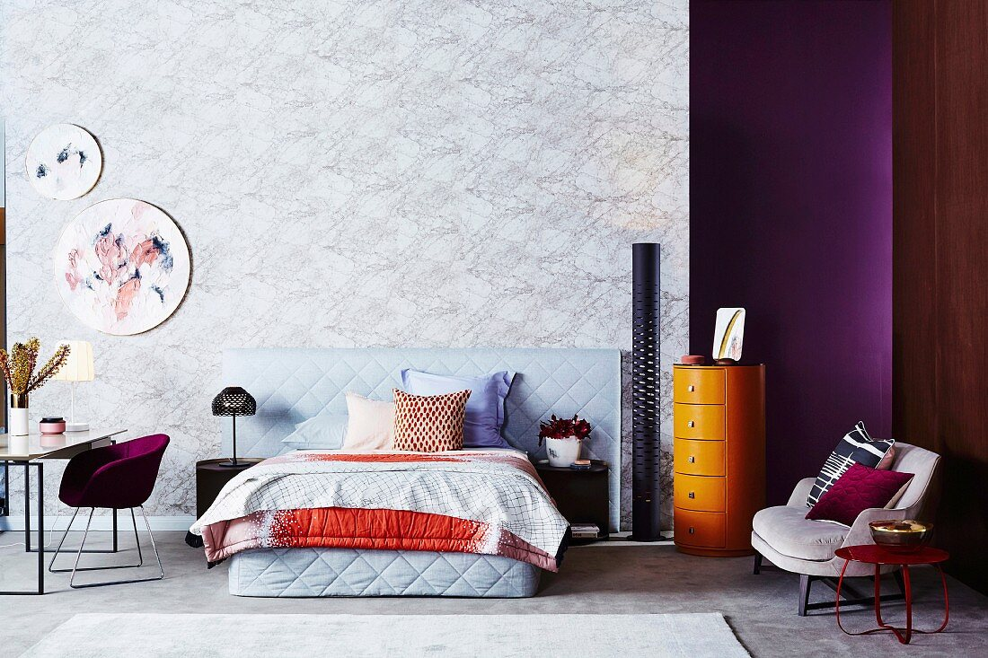 Bedroom with marble-look wall, colorful color accents