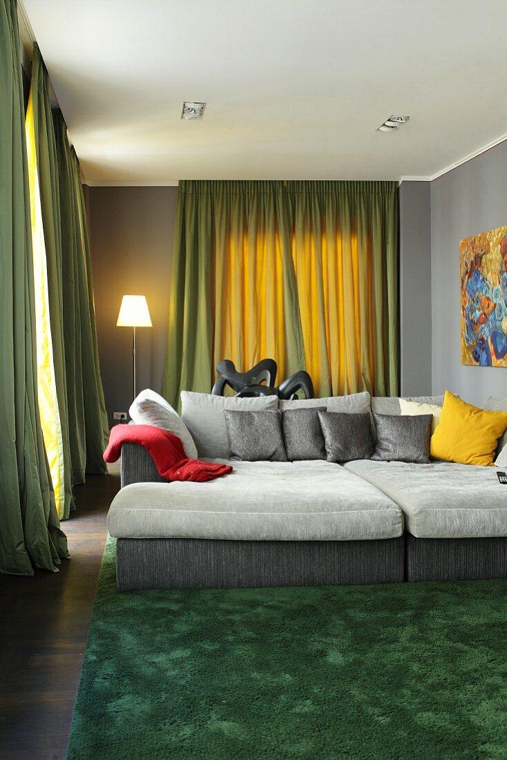 Wohnzimmer In Grau Und Grun Mit Grossem Bild Kaufen 11953936 Living4media